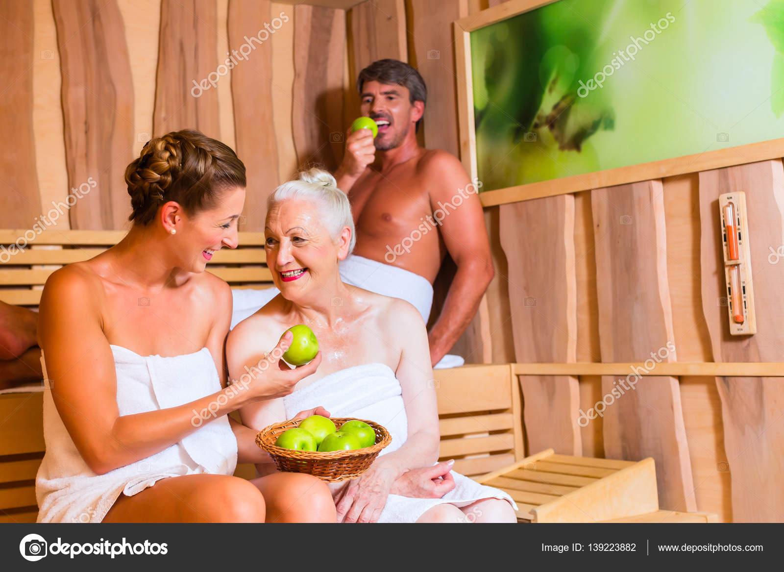 Бабушек ебут в бане правильно