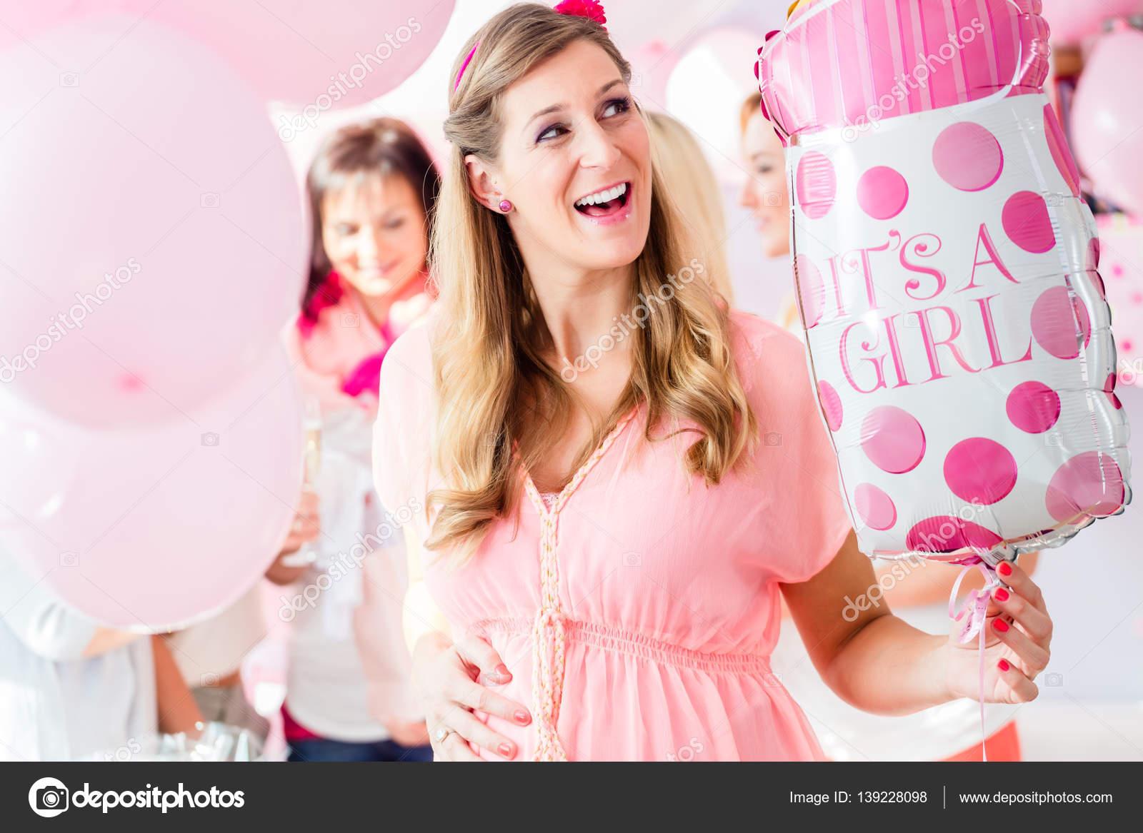 Embarazadas en el partido de ducha de bebé — Foto de stock © Kzenon ...