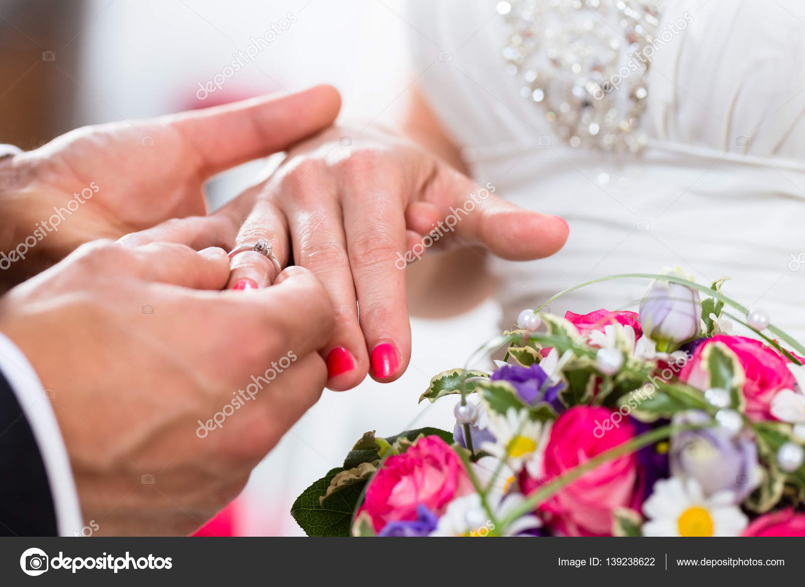 Groom slipping ring on finger of bride — Stock Photo © Kzenon #139238622