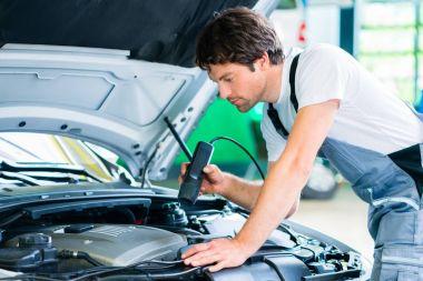 Male mechanic in car workshop