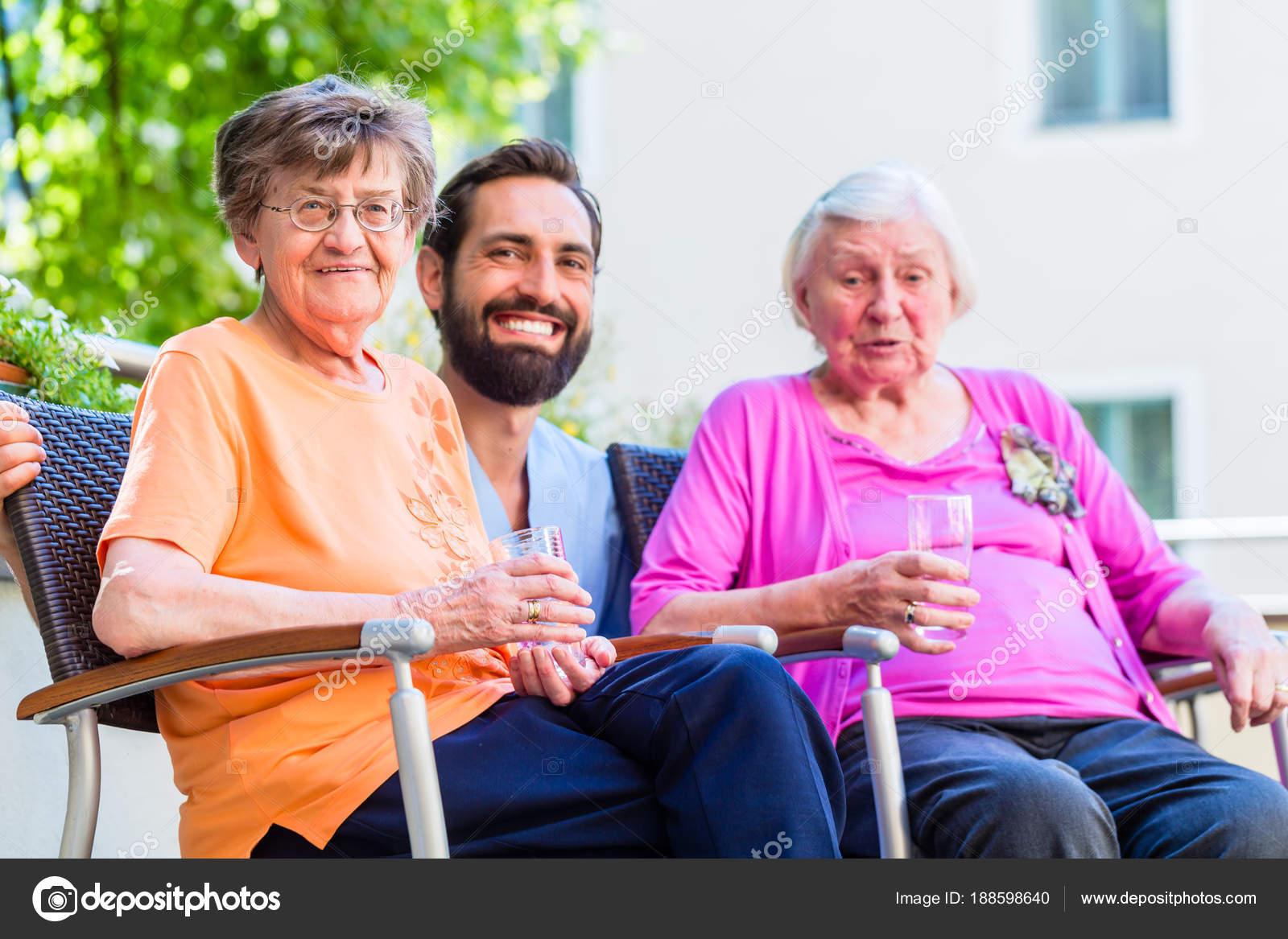 Медсестра дома престарелых и инвалидов правила проживания в интернате для престарелых