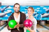 Fotografie přátel, hraní bowlingu
