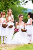 Fényképek Esküvői ruha, koszorúslány a menyasszony