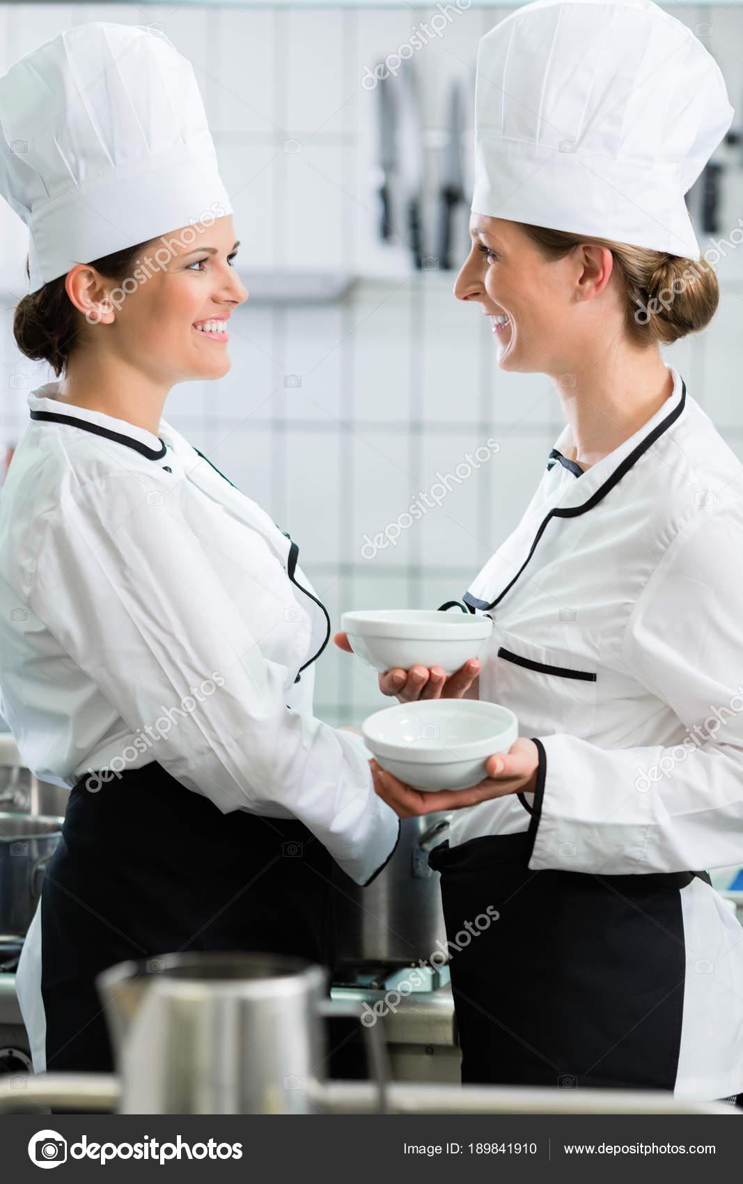 Uniformes Cozinha Dois Chefs Femininos Cozinha Gastron Mica Vestindo