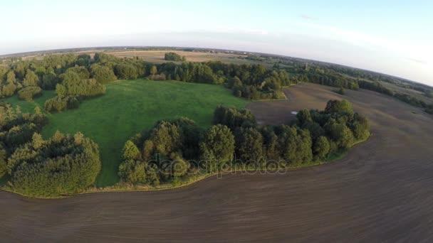 Krásná podzimní krajina regionálního přírodního parku, prohlídka areálu, Evropa