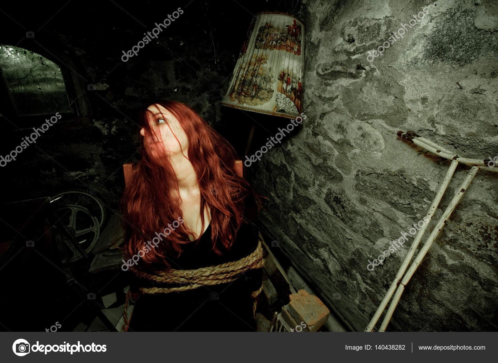 Чате женщина привязана к стулу фото секс зимой