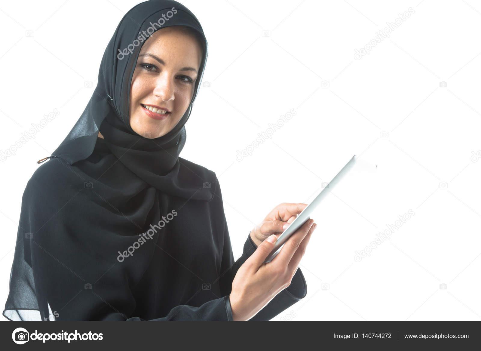 e3ff1deaf mujer joven, usando ropa árabe tradicional — Foto de stock ...