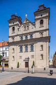 Košice, Slovensko - 08 srpna, 2015: Košice, Slovensko - popředí - kostel Nejsvětější trojice, v bakyard - Cavlinist kostel.