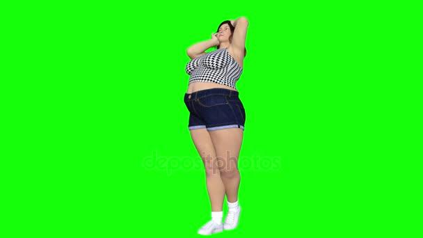 Konceptuální nadváhu velké, těžké nebo tlustá žena před a po jídelníčku, fitness nebo liposukce proměnili v krásné slim fit mladá dívka. 4 k video 3d vykreslení animace izolované na zeleném pozadí