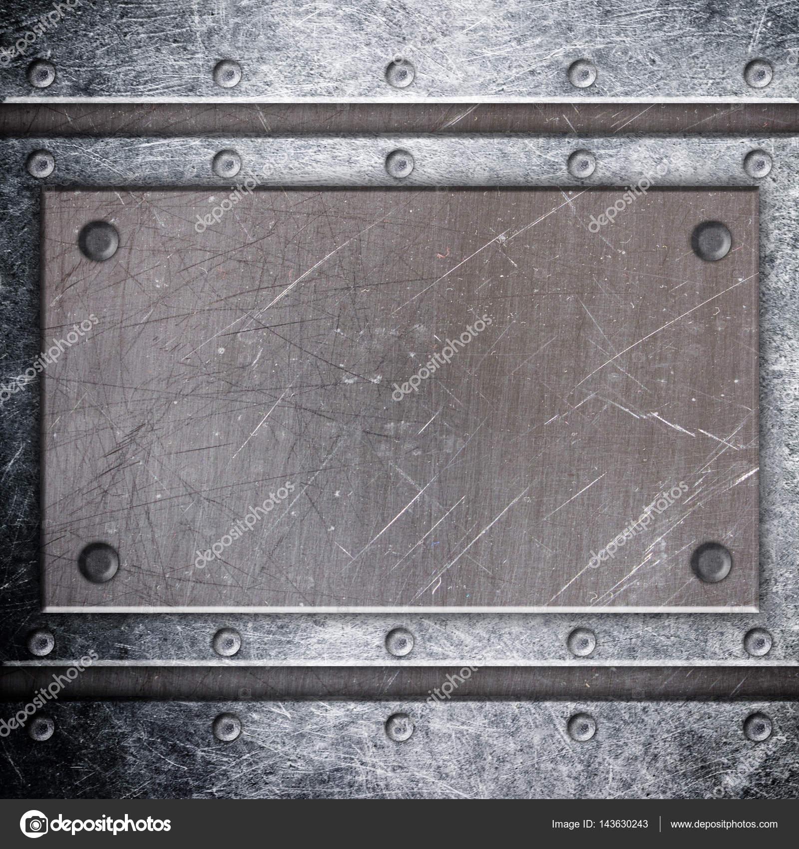 marco del metal oscuro con chapa de hierro fondo de malla — Foto de ...