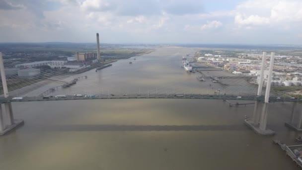 Letecký pohled Dartford, přes most přes řeku Temži
