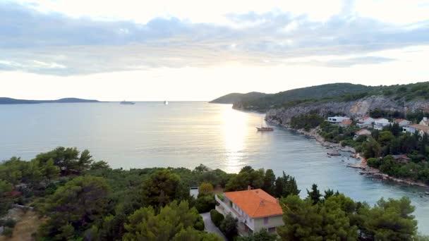 Secluded Bay v Hvaru Chorvatsko při západu slunce