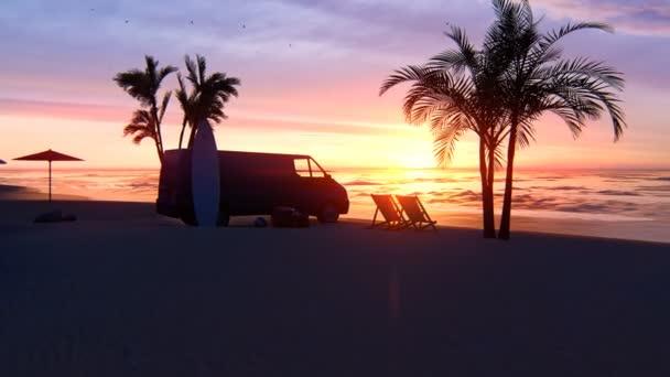 Vörös naplemente a végtelen tenger felett. Vörös ég, sárga nap, pálmafák, gyönyörű óceán és tengerpart. A tengeri nyaralás, az utazás és az idegenforgalom fogalma.