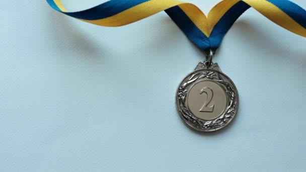 Fény halad át a második helyen kitüntetés fehér