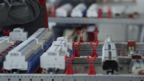 Oprava elektrického rozvaděče