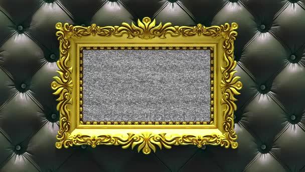 Kamera se pohybuje podél zlaté rámy na pozadí luxusní černé čalounění. Bezproblémové smyčky 3d animace. Maketa s tv hluk a zelená obrazovka.