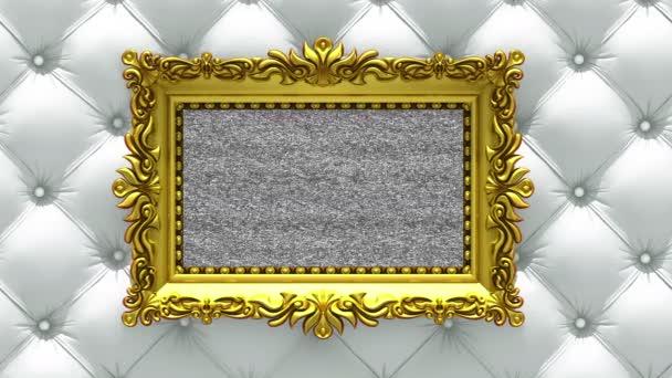 Kamera se pohybuje podél zlaté rámy na luxusní bílé čalounění pozadí. Bezproblémové smyčky 3d animace. Maketa s tv hluk a zelená obrazovka.