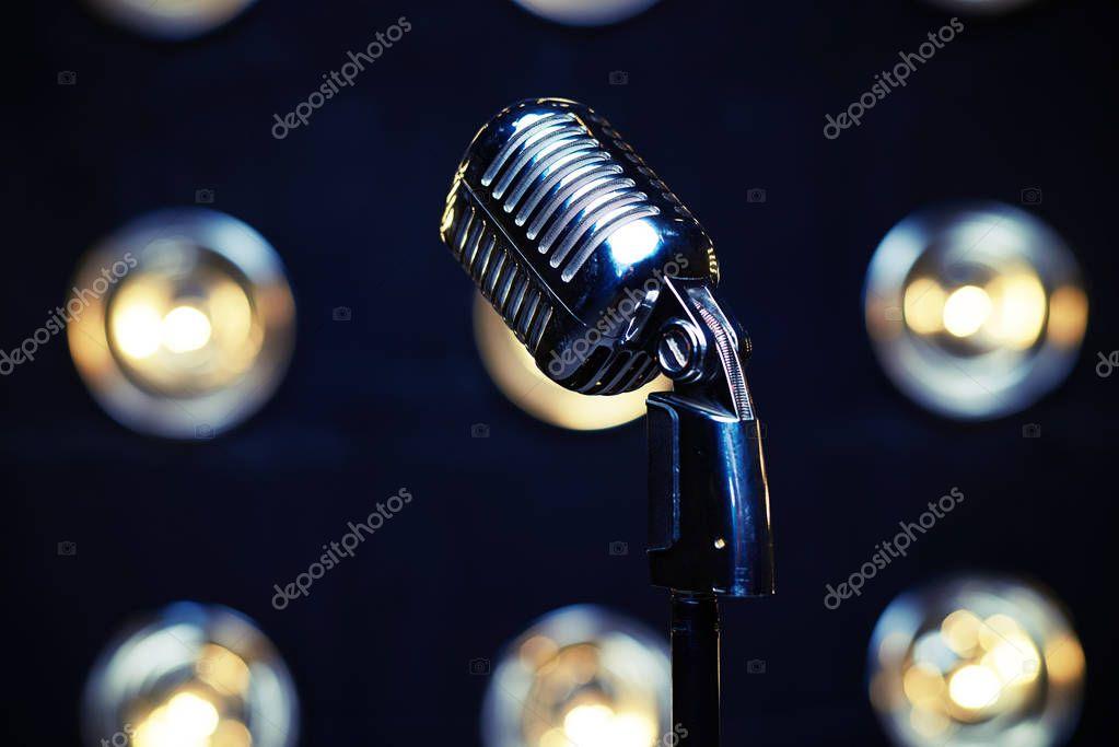 Fondo Microfonos Fondos Microfono Retro Plata En Focos Borrosa De
