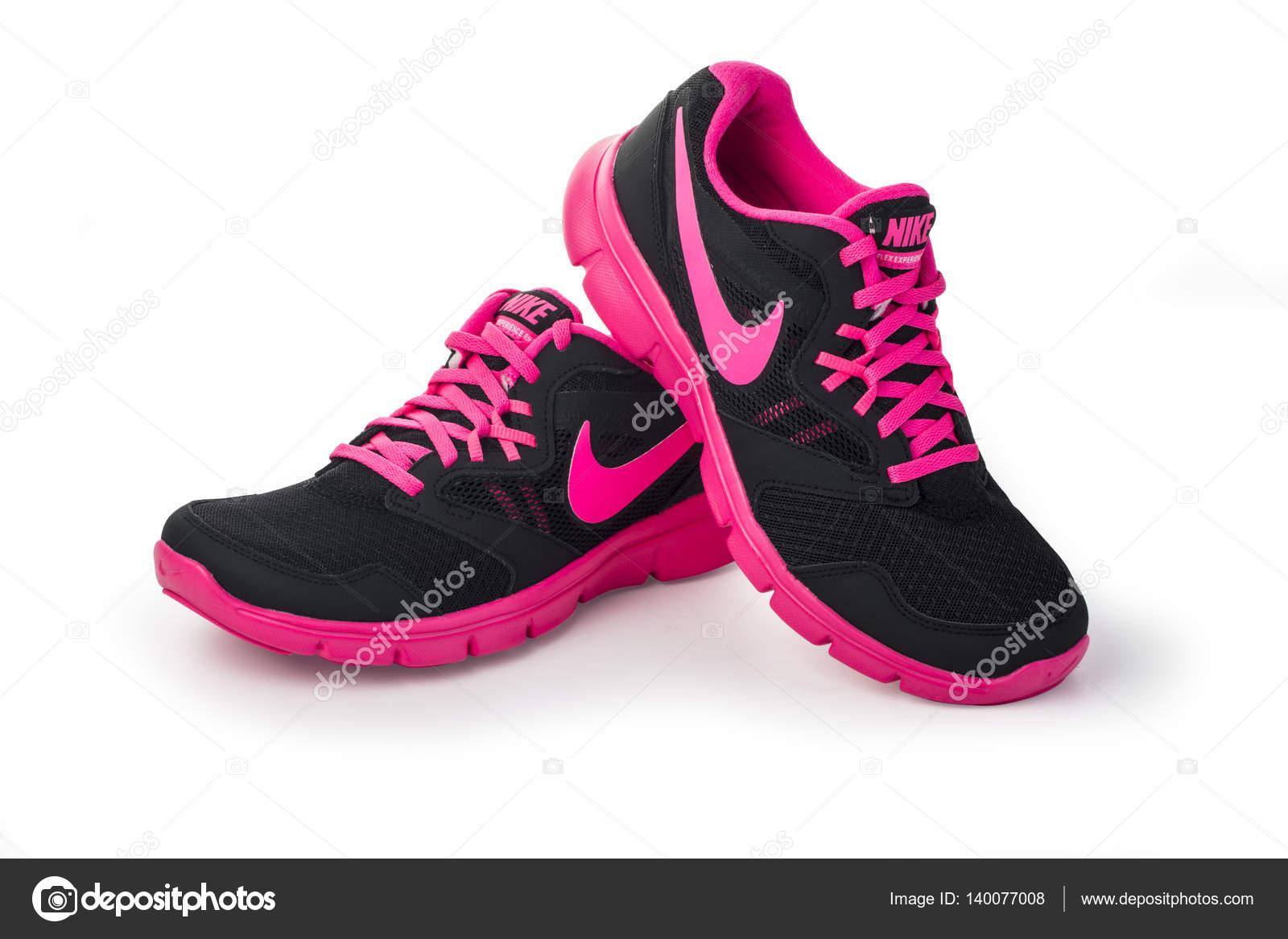 Femme Nike chaussures de course femme — Photo éditoriale