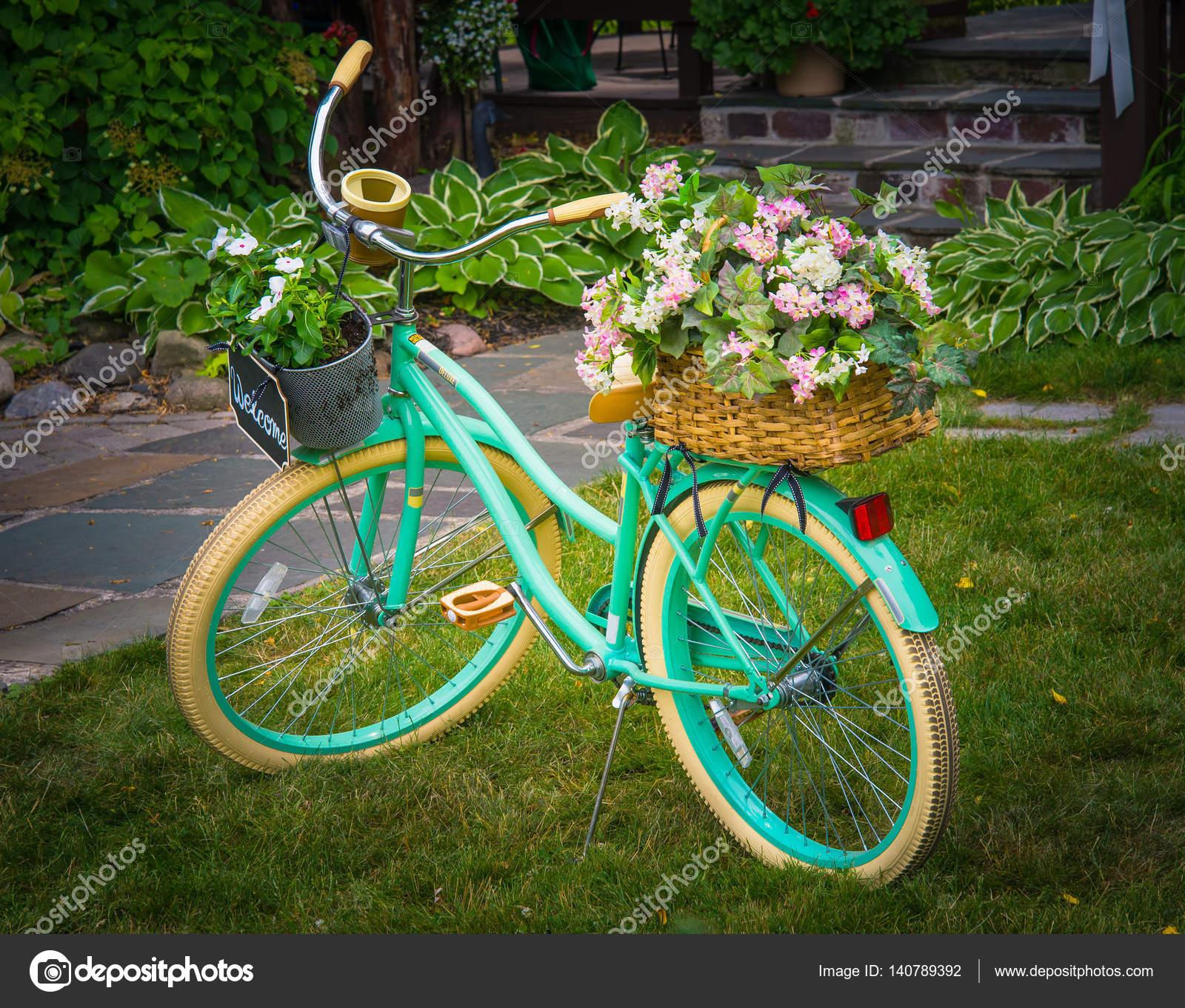 Jardin Decor vélo fleurs — Photographie jerryb7 © #140789392