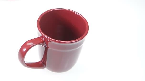 Červená šálek kávy s čerstvým uvařená káva
