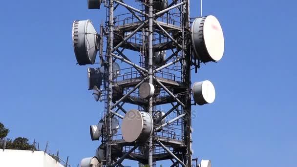 Telekommunikationsturm mit Antennen