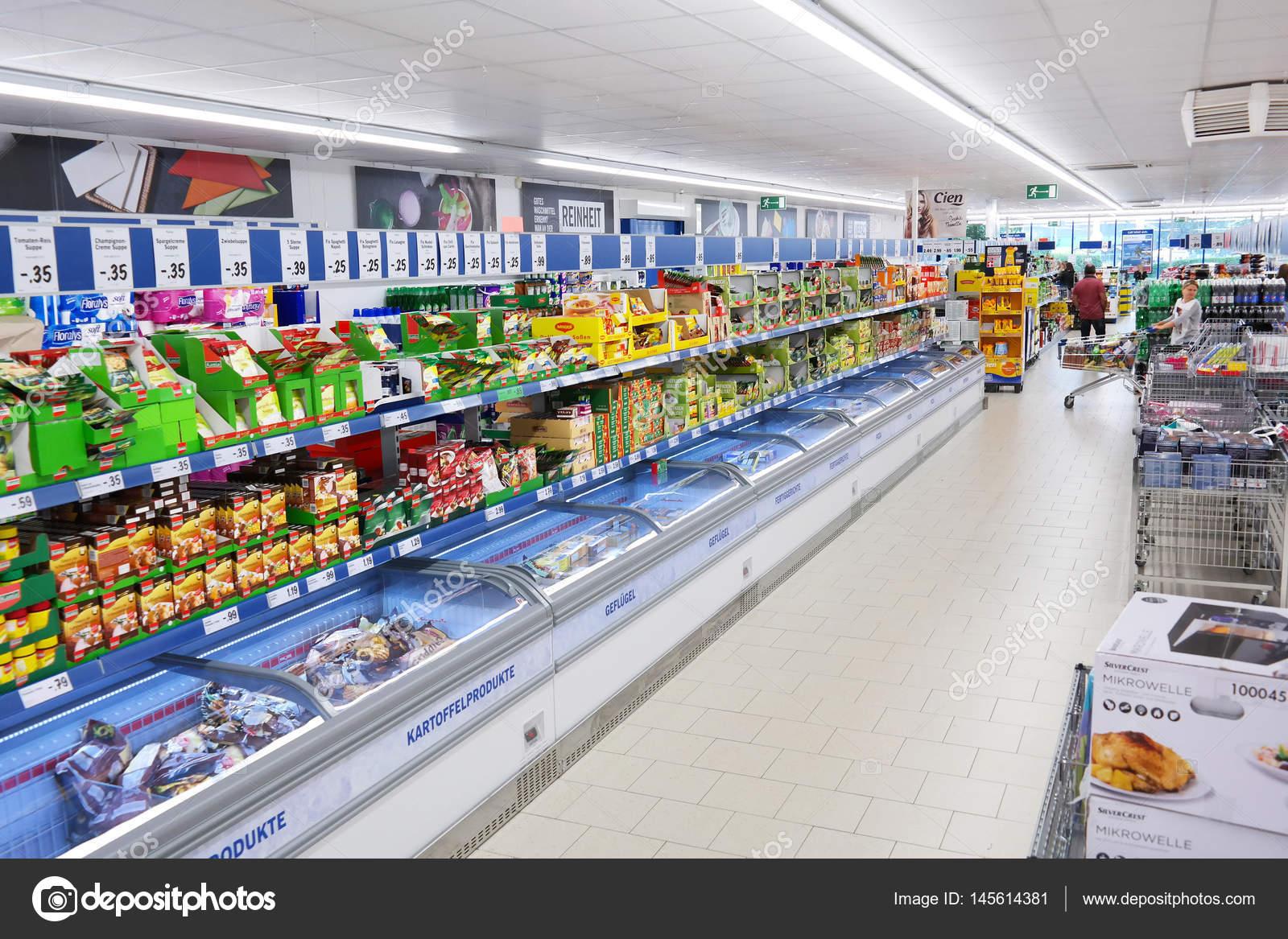 supermercados de descuento lidl foto editorial de stock defotoberg 145614381. Black Bedroom Furniture Sets. Home Design Ideas