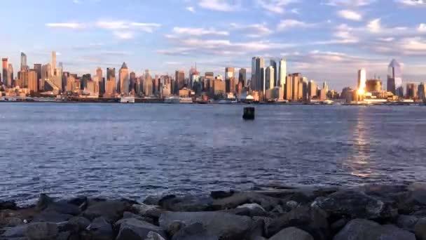 New York City, Usa - 9. října 2016: z centra New York za soumraku, s odhadovaný sčítání obyvatel více než 8,4 milionů v roce 2013 je nejlidnatější město ve Spojených státech