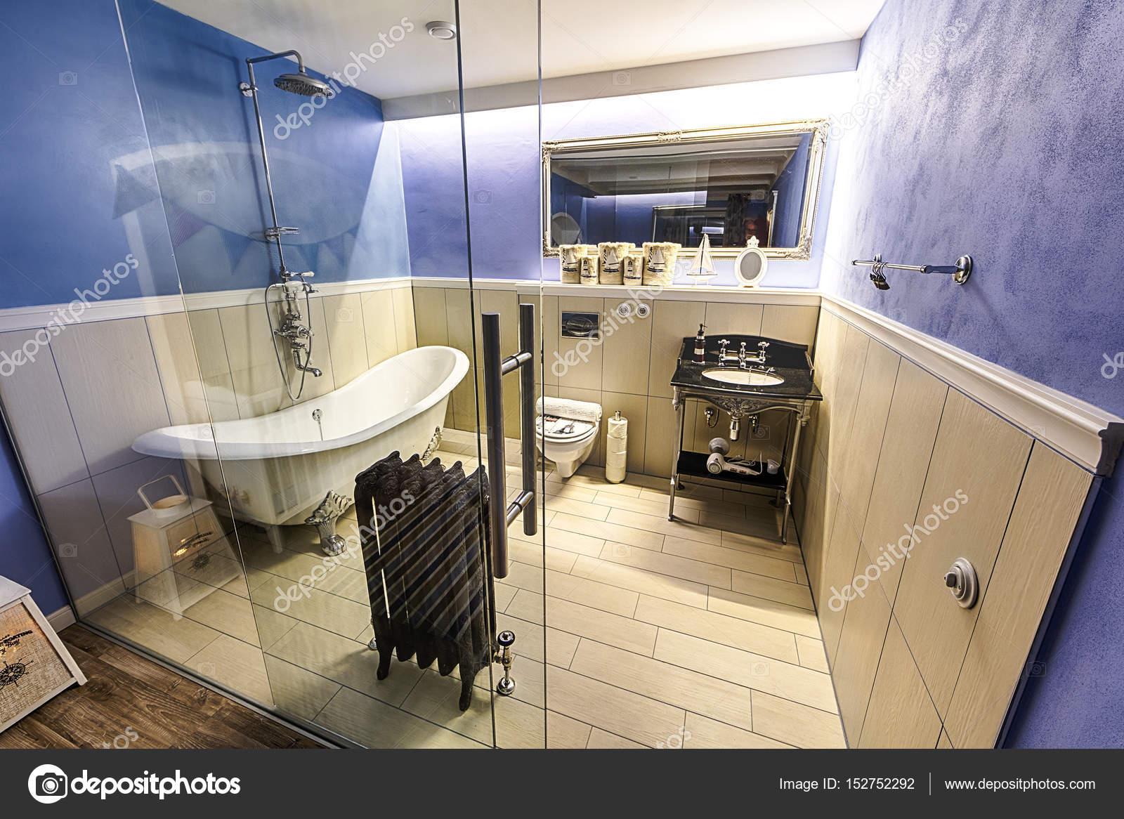 de luxe badkamer — Stockfoto © kropic #152752292
