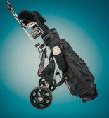 Fotografie Professionelle Golfausrüstung im Studio auf grüne  blauen Hintergrund
