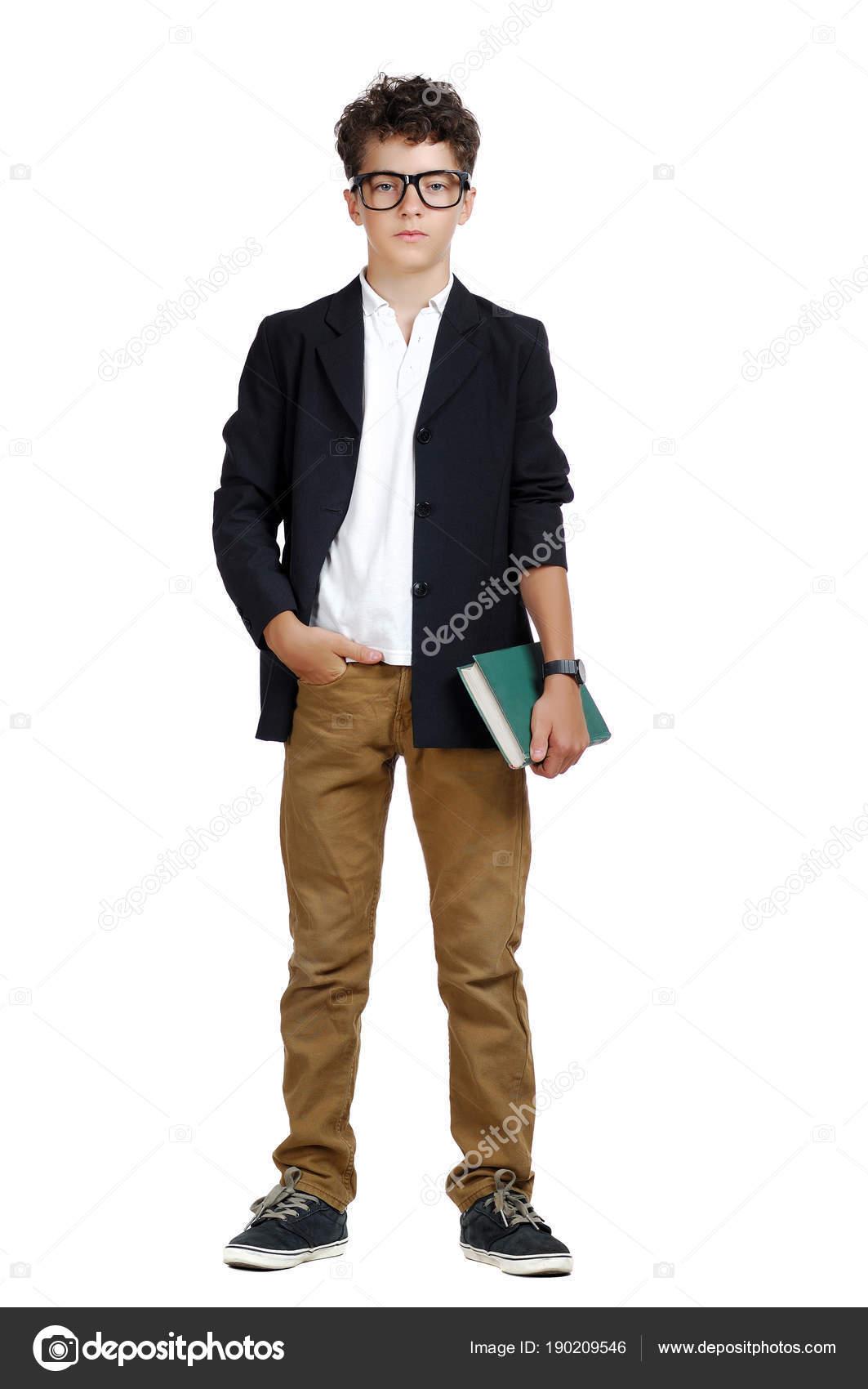 d3165448646e Μπροστινή Άποψη Εικόνα Του Ένα Αγόρι Που Φοράει Επίσημα Ρούχα — Φωτογραφία  Αρχείου