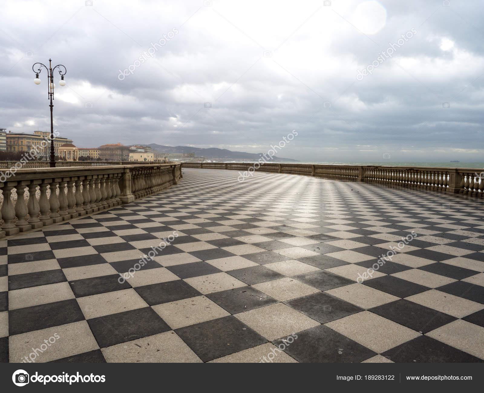 Mascagni Terrasse In Livorno Bei Sonnenuntergang Vor Dem Sturm