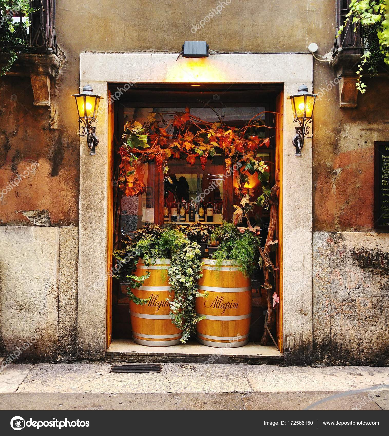 Weinbar in Verona — Redaktionelles Stockfoto © unevoyageuse_clashot ...