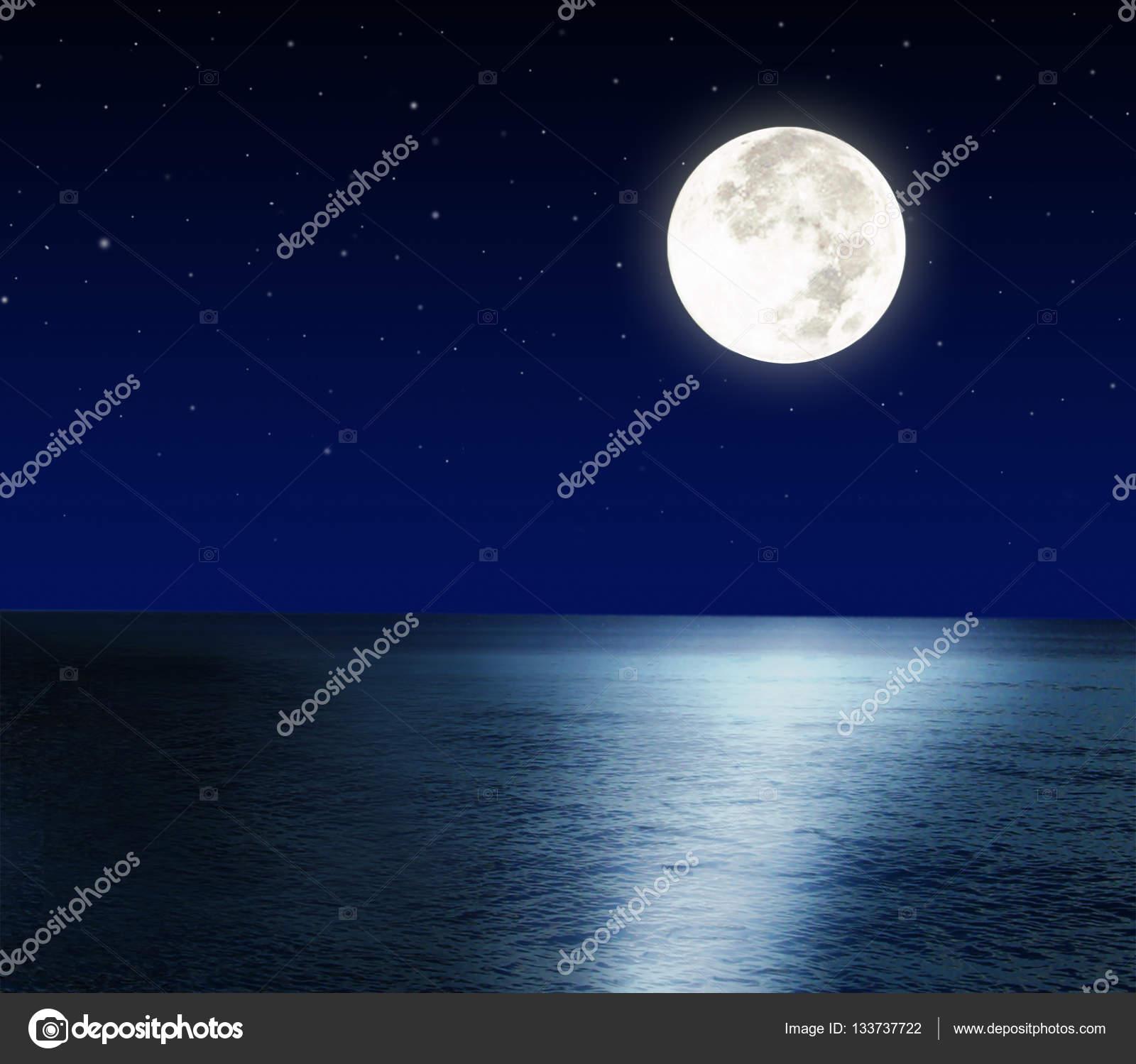 Luna Piena Sul Mare Foto Stock Eivaisla 133737722