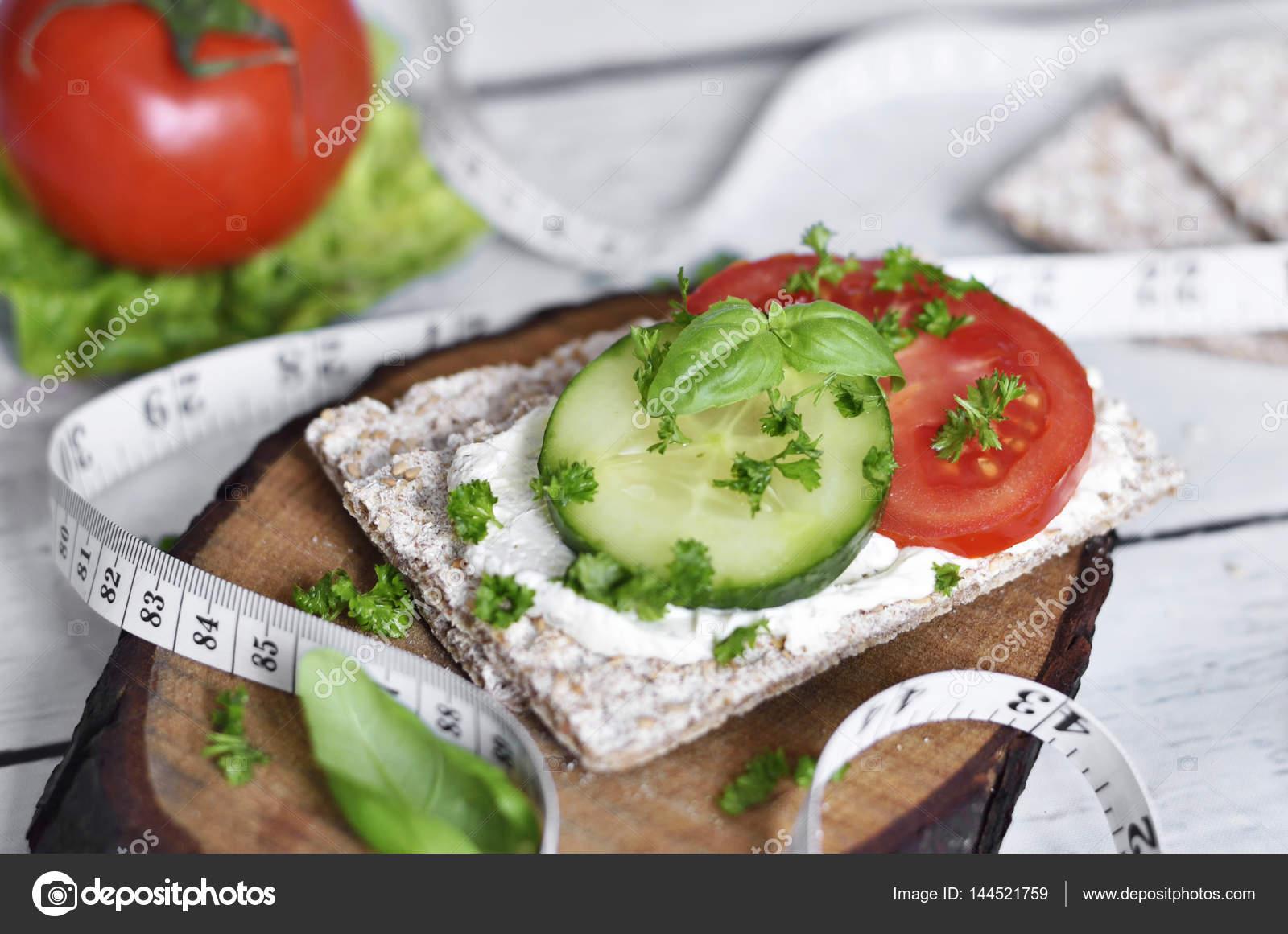 Gesunde Ernahrung Oder Diat Szene Mit Knackebrot Stockfoto
