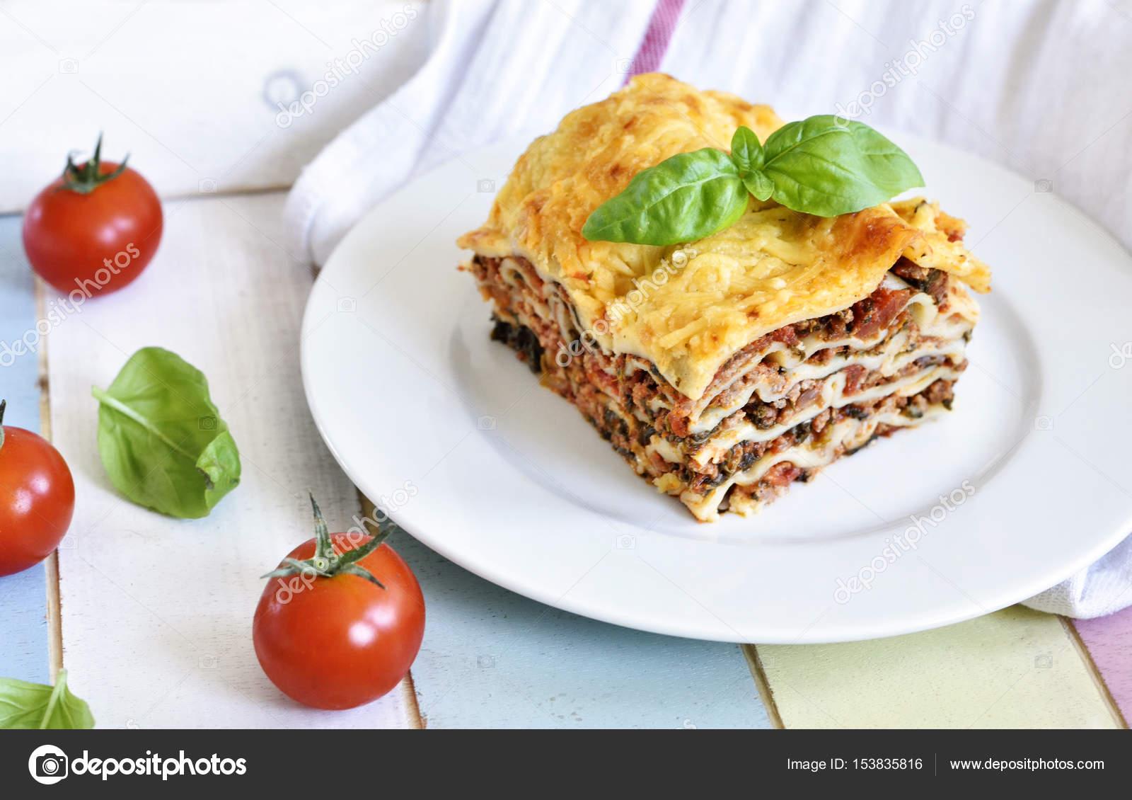 Frischfleisch italienische lasagne — Stockfoto © Eivaisla #153835816
