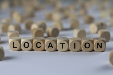 location   cube with letters, sign with wooden cubes