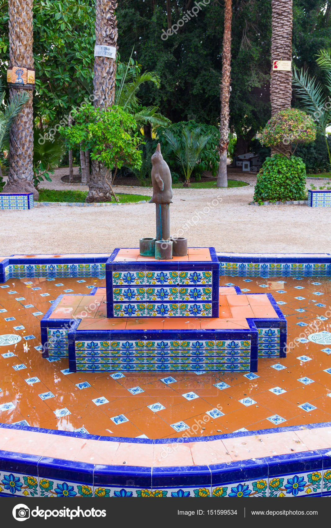 Fuente Estanque Rectangular Foto De Stock C James633 151599534 - Estanque-rectangular