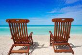Mare caraibico paio di amache su una spiaggia