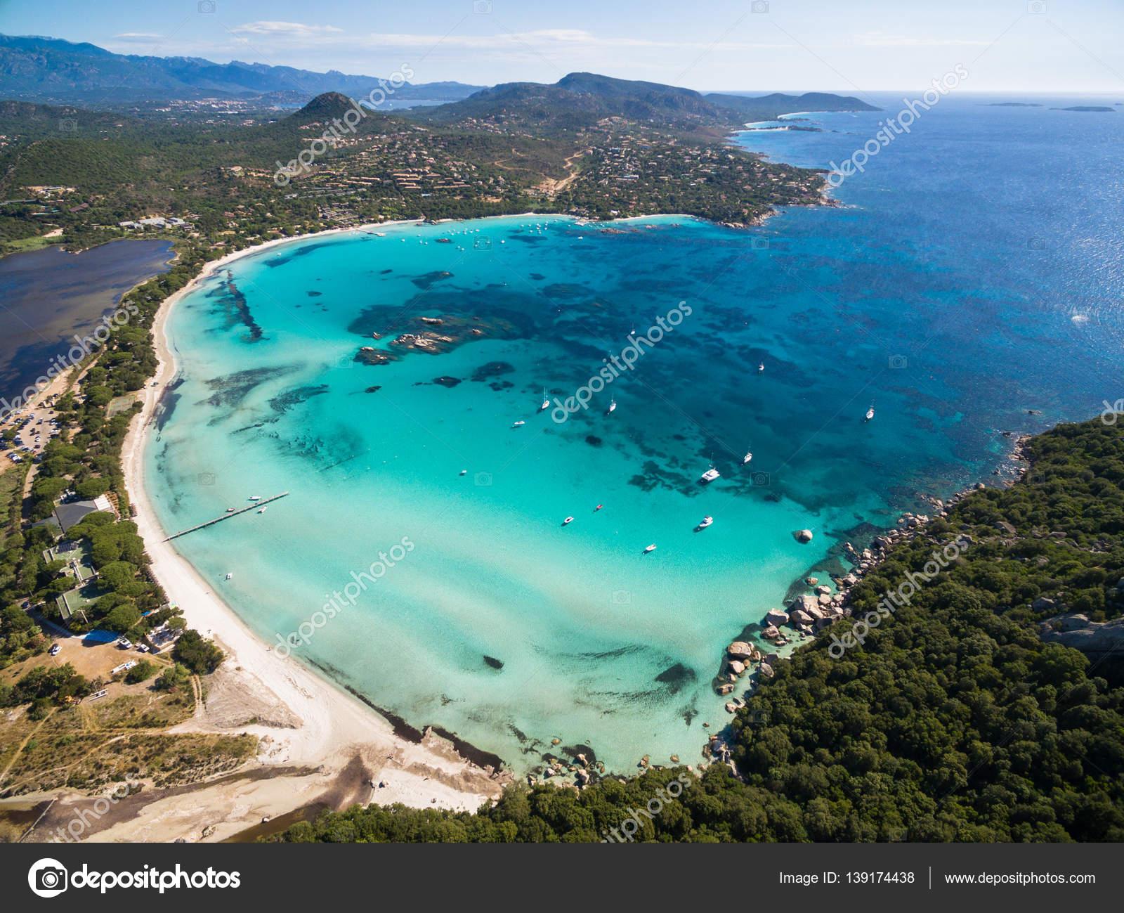 フランスのコルシカ島でサンタ ...