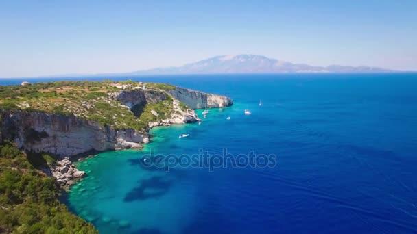 4 k (Uhd) letecký pohled na Ajos Nikolaos modré jeskyní v ostrově Zakynthos (Zante), v Řecku