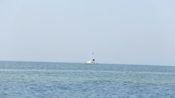 jachtě na moři