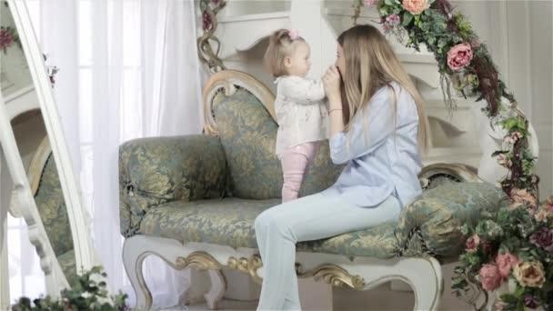 matka a dcera objímat