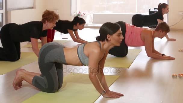 Egy csoportja a nők jóga