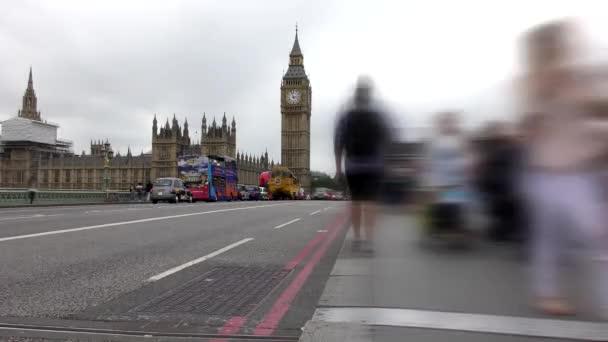 Časová prodleva. Londýn. Silnice a chodníku na Big Ben.