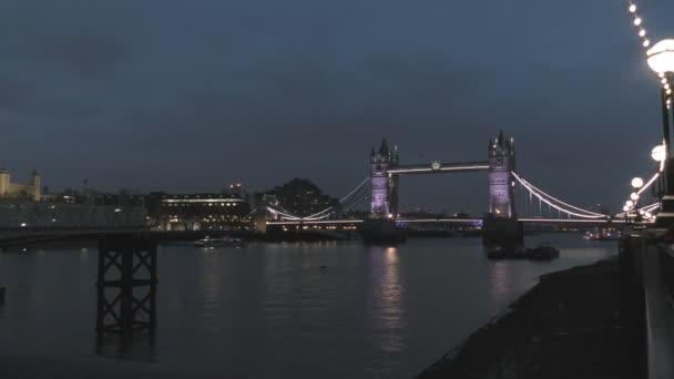Časová prodleva. Starý most v noci