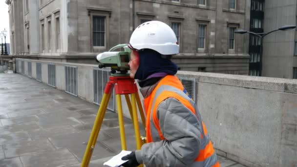 Stavební teodolit změřit vzdálenost