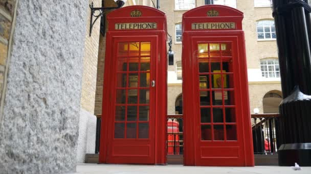 Červená telefonní budka.