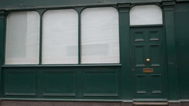 Türen und Fenster. Die Fassade des Hauses