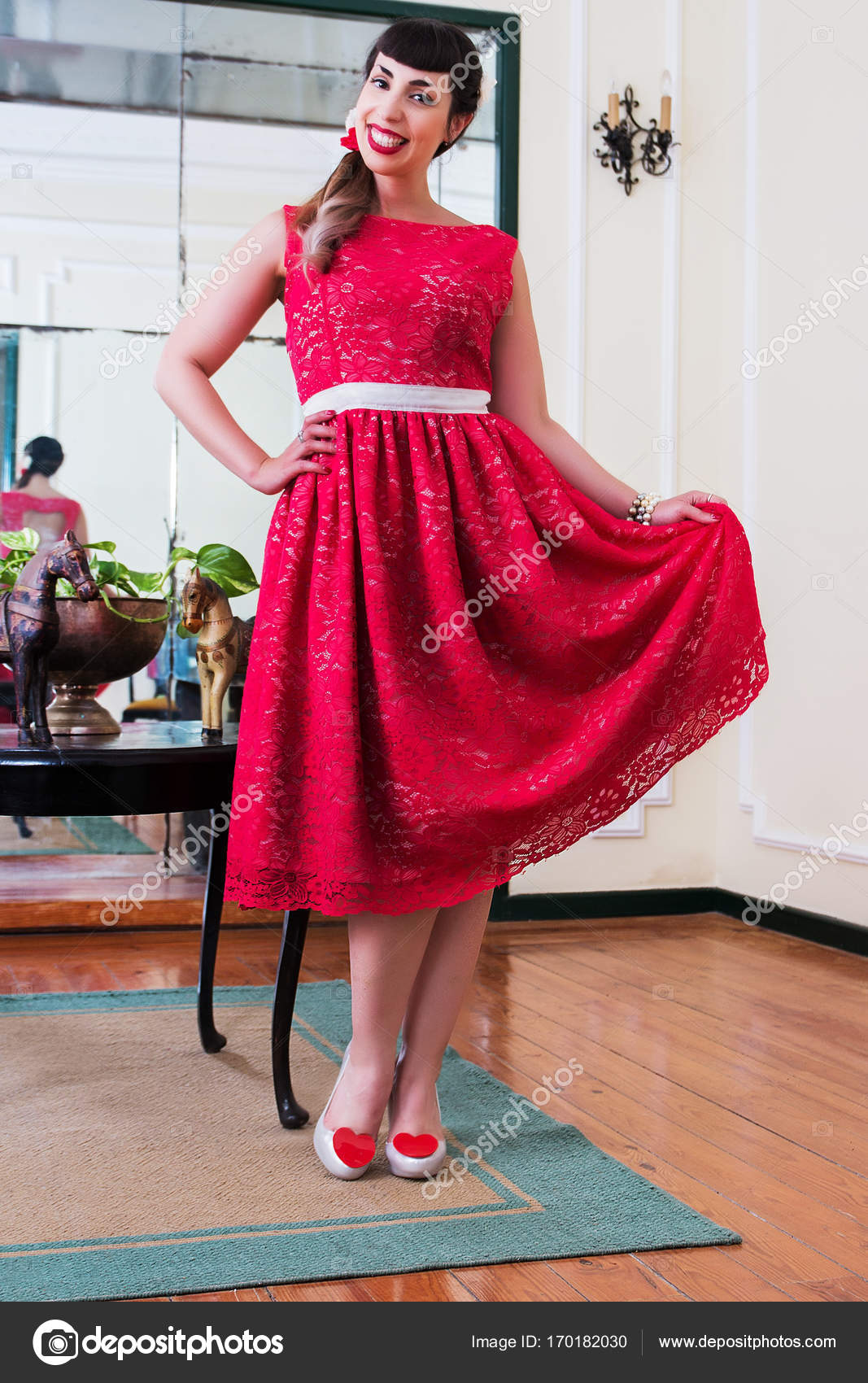 Pinup-Girl mit roten Kleid — Stockfoto © membio #170182030